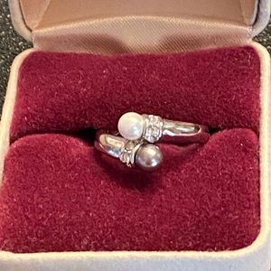 RS Covenant Pearl Crossover Ring